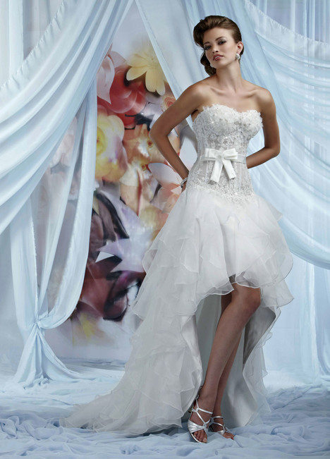 10009 gown from the 2013 Impression collection, as seen on Bride.Canada