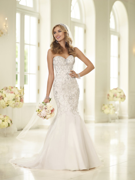 gown from the 2015 Stella York collection, as seen on Bride.Canada