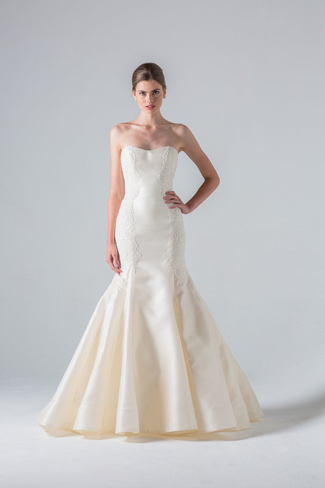 Villete gown from the 2016 Anne Barge collection, as seen on Bride.Canada