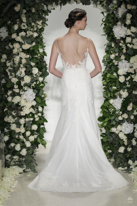 Hampton (2) gown from the 2016 Anne Barge collection, as seen on Bride.Canada