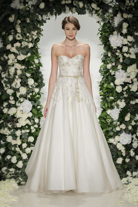 Savoy gown from the 2016 Anne Barge collection, as seen on Bride.Canada