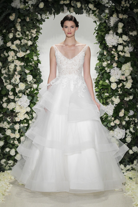 Wellesley gown from the 2016 Anne Barge collection, as seen on Bride.Canada