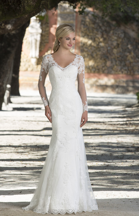 3898 gown from the 2016 Sincerity collection, as seen on Bride.Canada
