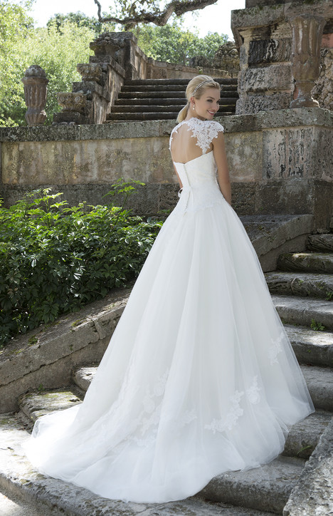 3904 (2) gown from the 2016 Sincerity collection, as seen on Bride.Canada