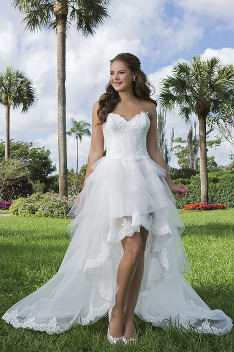 6105 gown from the 2016 Sweetheart collection, as seen on Bride.Canada