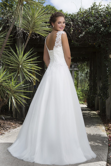 6127 (2) gown from the 2016 Sweetheart collection, as seen on Bride.Canada