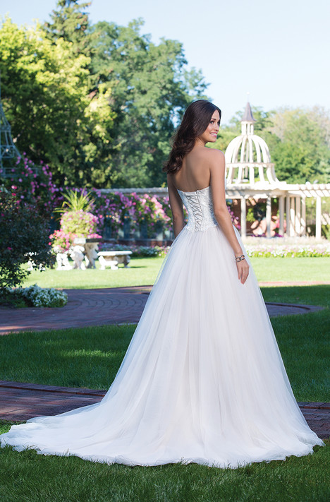 3919 (back) gown from the 2016 Sincerity collection, as seen on Bride.Canada