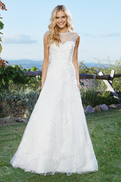 6432 gown from the 2016 Lillian West collection, as seen on Bride.Canada
