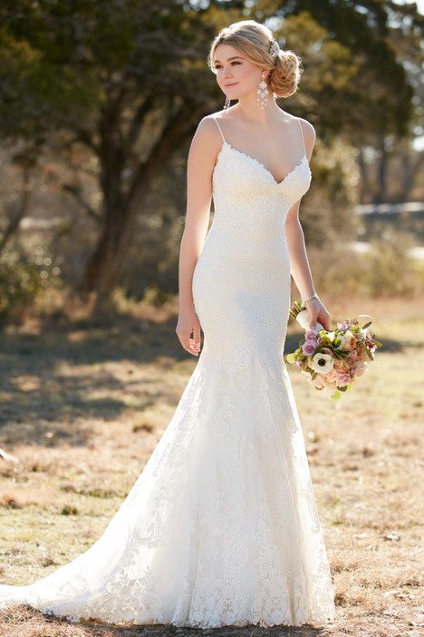 D2143 gown from the 2016 Essense of Australia collection, as seen on Bride.Canada