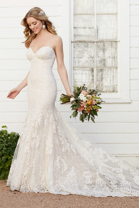 803 gown from the 2016 Martina Liana collection, as seen on Bride.Canada