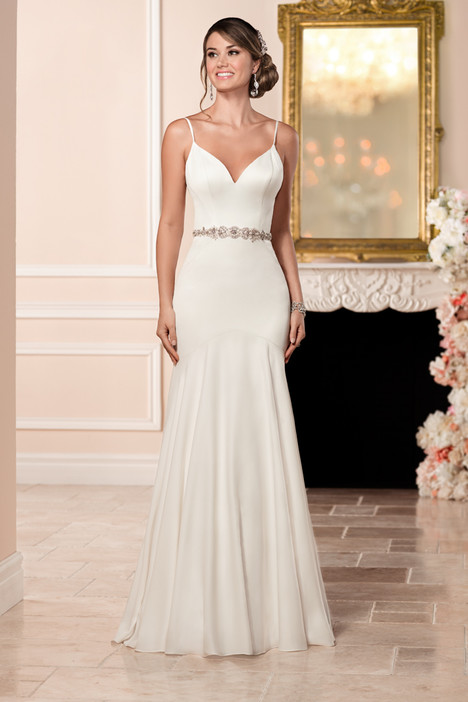 gown from the 2016 Stella York collection, as seen on Bride.Canada