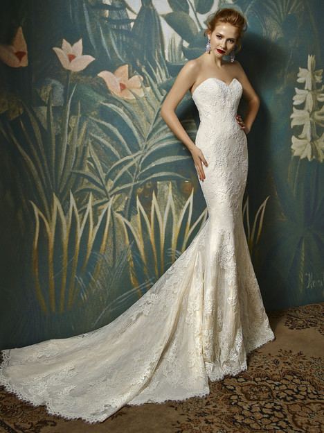 Joelle gown from the 2017 Blue by Enzoani collection, as seen on Bride.Canada