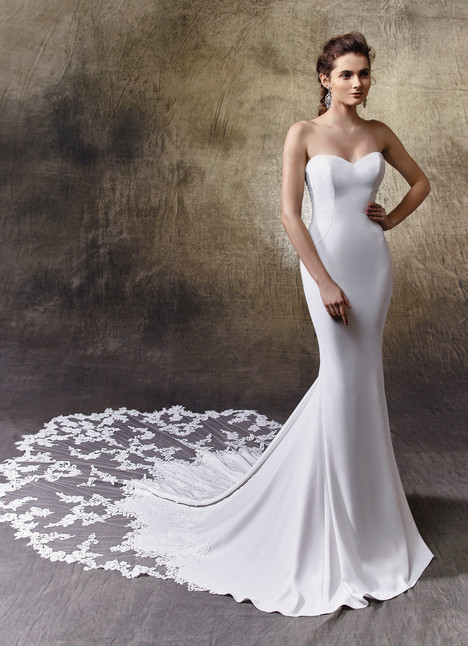 Larissa gown from the 2017 Enzoani collection, as seen on Bride.Canada