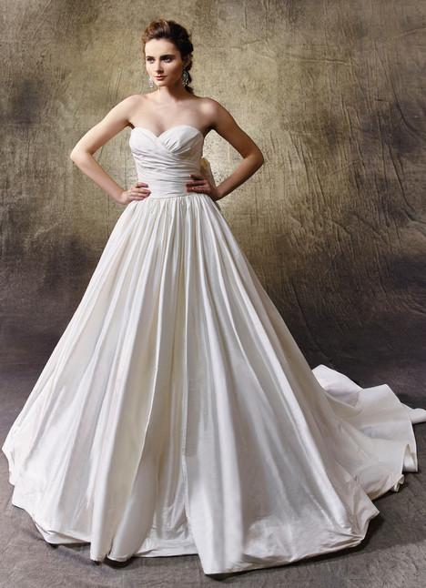 Liliana gown from the 2017 Enzoani collection, as seen on Bride.Canada