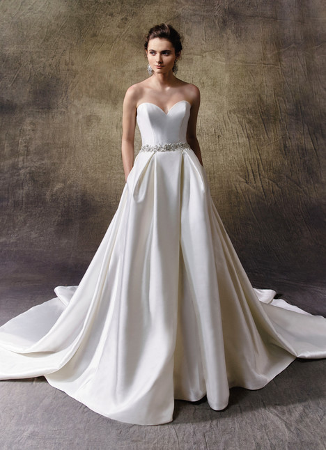Lindsey gown from the 2017 Enzoani collection, as seen on Bride.Canada