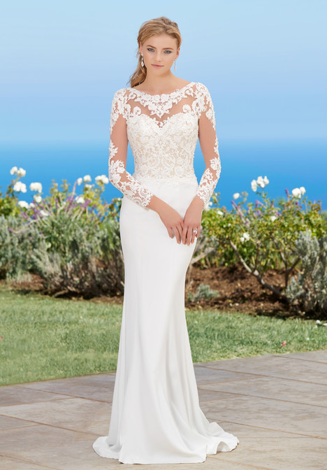 Lorraine gown from the 2017 KittyChen collection, as seen on Bride.Canada