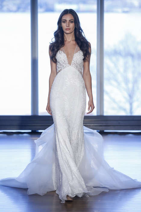 Debbie gown from the 2017 Alyne collection, as seen on Bride.Canada