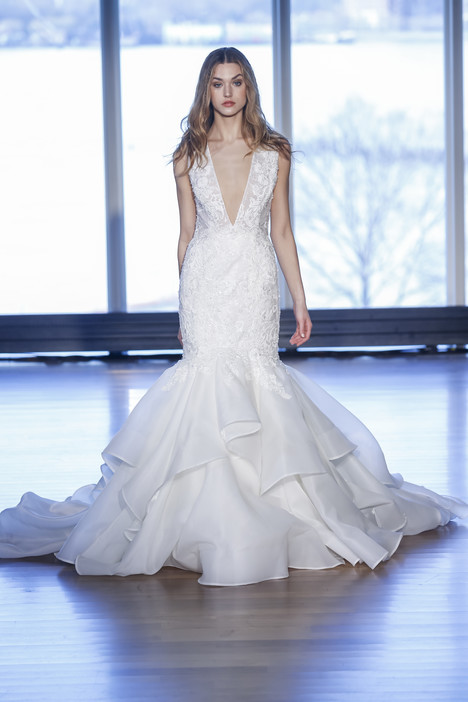 Mia gown from the 2017 Alyne collection, as seen on Bride.Canada