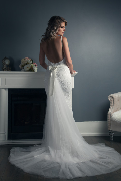 Amanda gown from the 2016 Anna Lang collection, as seen on Bride.Canada