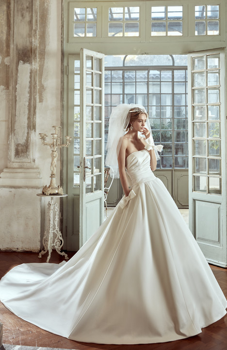 NIAB17126 gown from the 2017 Nicole Spose collection, as seen on Bride.Canada