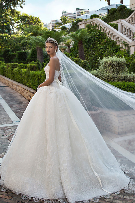 ARAB17605 gown from the 2017 Alessandra Rinaudo collection, as seen on Bride.Canada