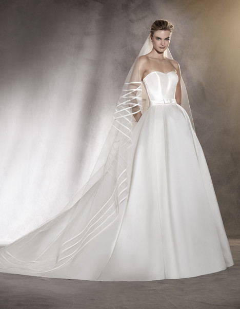 Amanda gown from the 2017 Pronovias collection, as seen on Bride.Canada