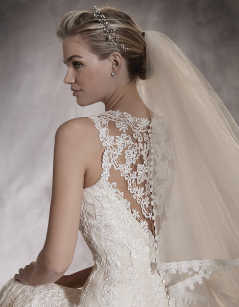 Aura (back) gown from the 2017 Pronovias collection, as seen on Bride.Canada