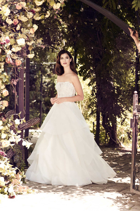 4729 gown from the 2017 Paloma Blanca collection, as seen on Bride.Canada