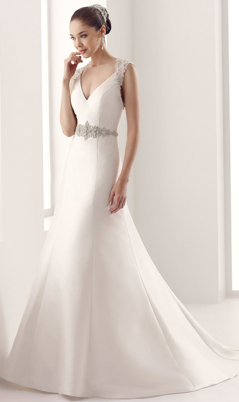 JOAB15419IV gown from the 2016 Jolies collection, as seen on Bride.Canada