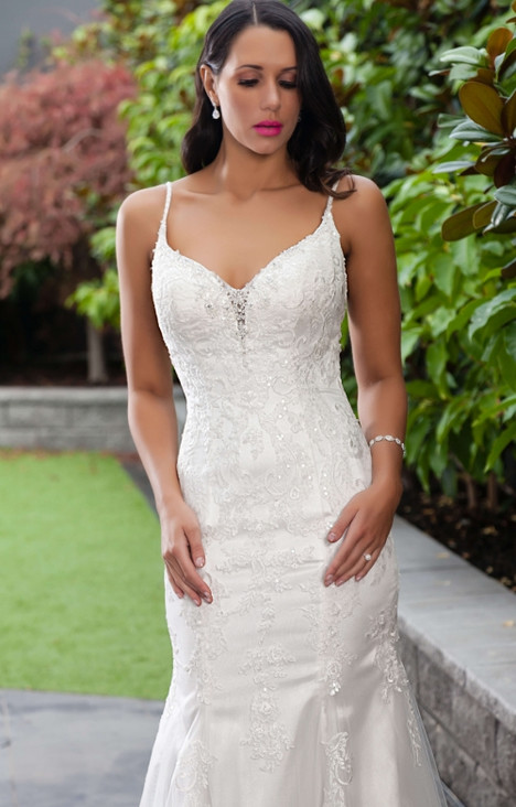 1116 gown from the 2016 Christina Rossi collection, as seen on Bride.Canada