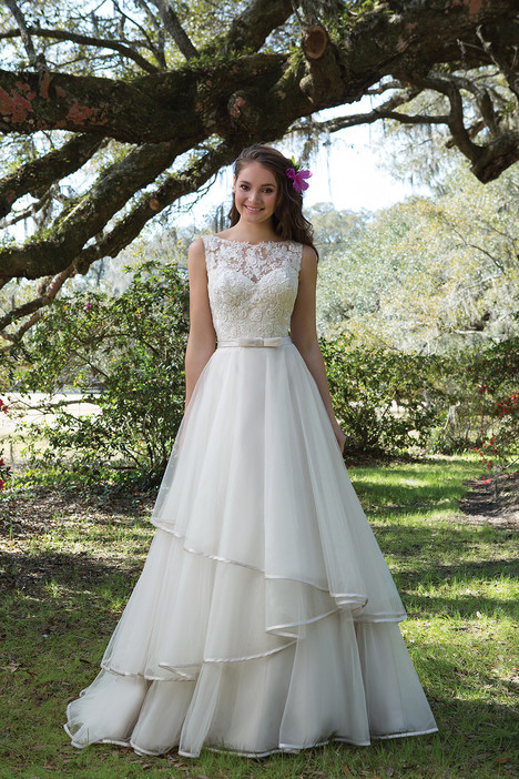 6175 gown from the 2017 Sweetheart collection, as seen on Bride.Canada