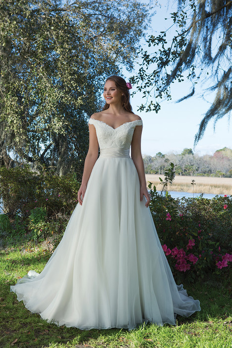 6189 gown from the 2017 Sweetheart collection, as seen on Bride.Canada