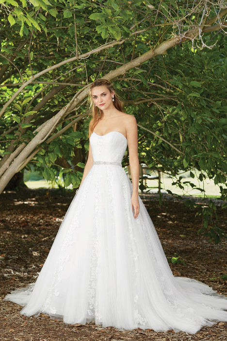 Mayflower (2271) gown from the 2017 Casablanca Bridal collection, as seen on Bride.Canada
