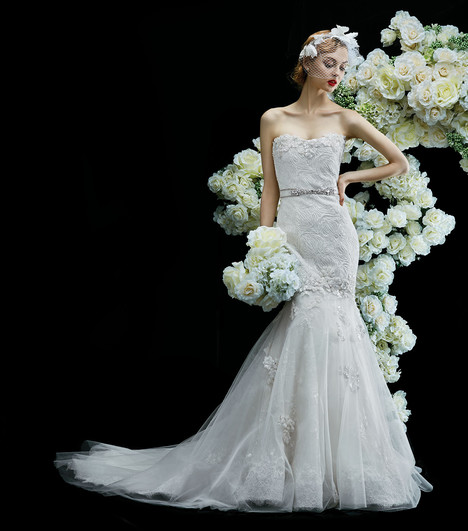 Lily gown from the 2017 Annasul Y collection, as seen on Bride.Canada
