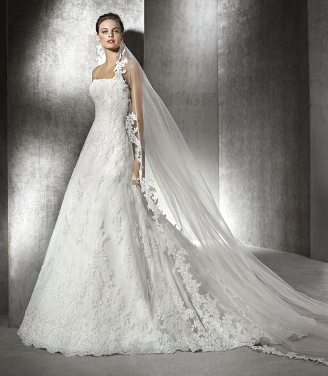 America gown from the 2017 St. Patrick collection, as seen on Bride.Canada