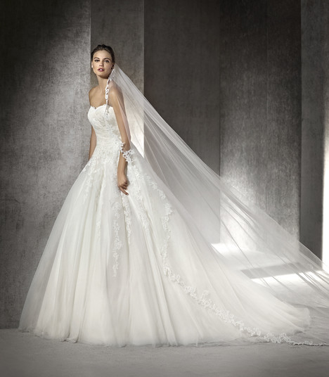 Argel gown from the 2017 St. Patrick collection, as seen on Bride.Canada