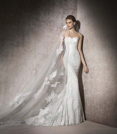 Malasia gown from the 2017 St. Patrick collection, as seen on Bride.Canada