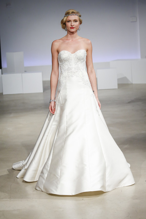 Josephine gown from the 2017 Anne Barge collection, as seen on Bride.Canada