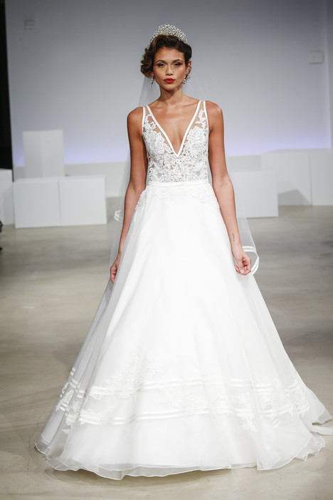 Sidney gown from the 2017 Anne Barge collection, as seen on Bride.Canada