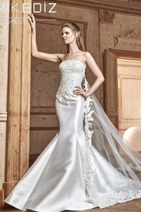 Napoli (G2039) gown from the 2017 Tarik Ediz: White collection, as seen on Bride.Canada