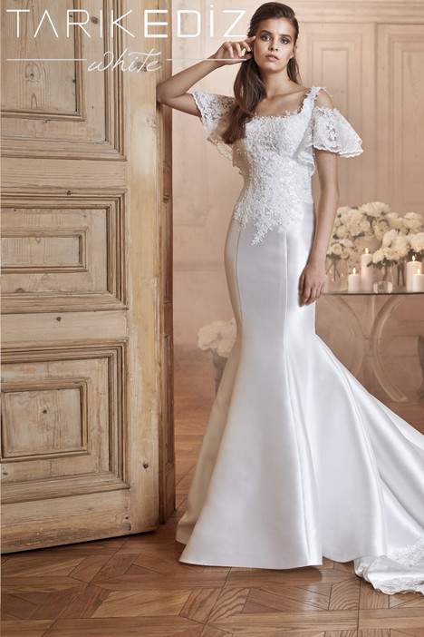 Torino (G2040) gown from the 2017 Tarik Ediz: White collection, as seen on Bride.Canada