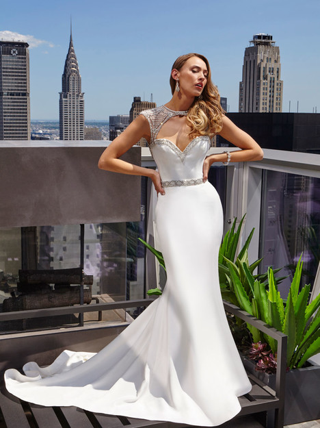 Astrid gown from the 2017 Victor Harper : Float collection, as seen on Bride.Canada