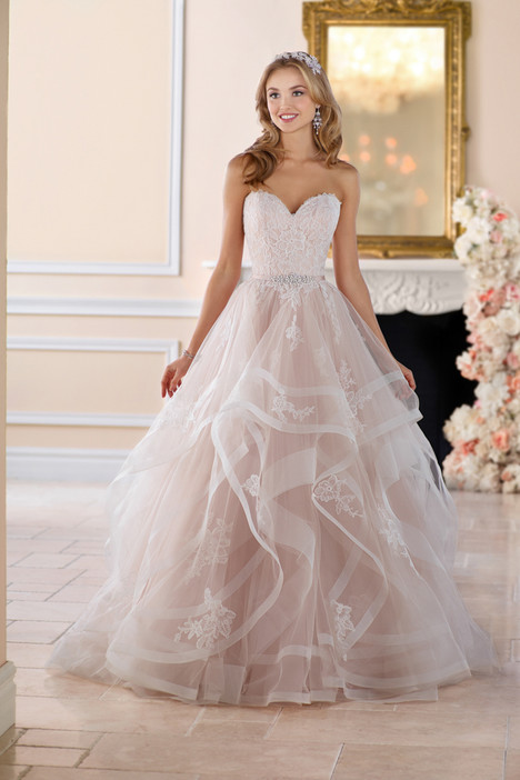 gown from the 2017 Stella York collection, as seen on Bride.Canada
