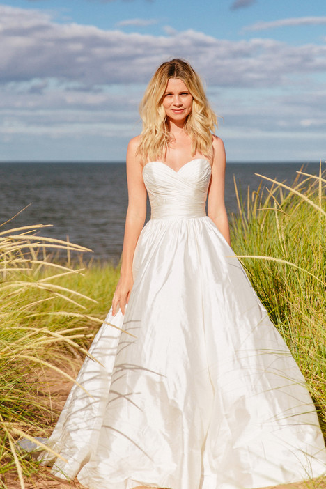 True Love gown from the 2018 Astrid & Mercedes collection, as seen on Bride.Canada