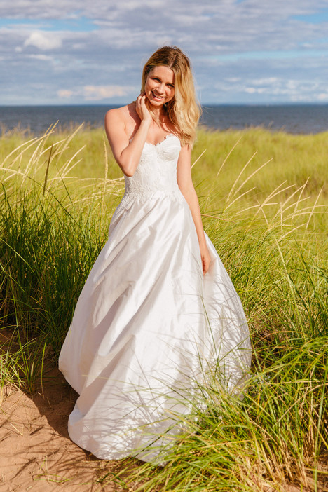 Valentine gown from the 2018 Astrid & Mercedes collection, as seen on Bride.Canada