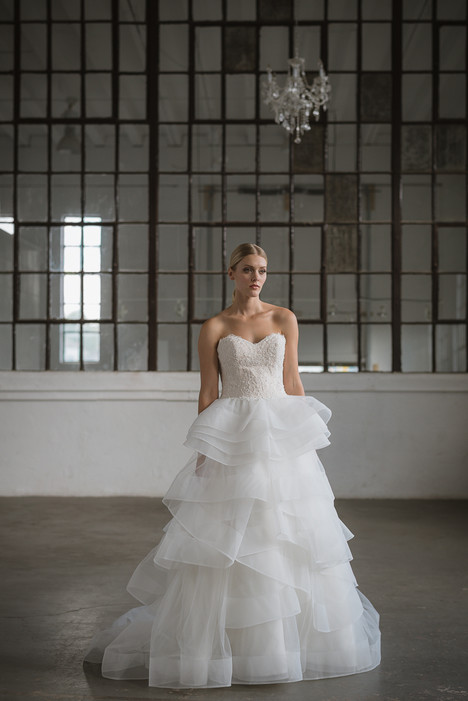Ivie gown from the 2017 Lis Simon collection, as seen on Bride.Canada