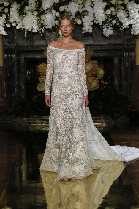 Almanzor gown from the 2017 YolanCris collection, as seen on Bride.Canada