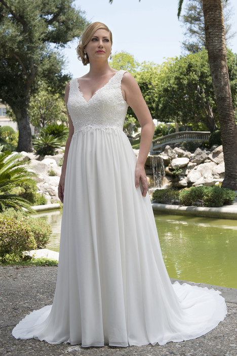 VW8741 gown from the 2017 Venus Woman collection, as seen on Bride.Canada
