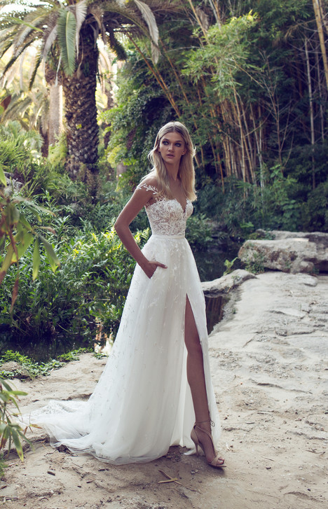 Harper gown from the 2017 Limor Rosen collection, as seen on Bride.Canada