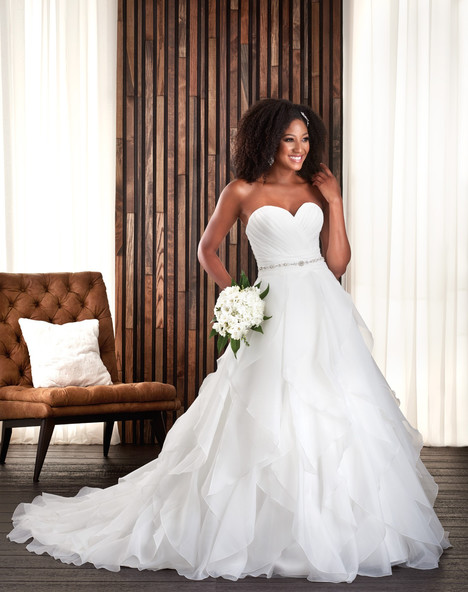 706 gown from the 2017 Bonny Bridal collection, as seen on Bride.Canada